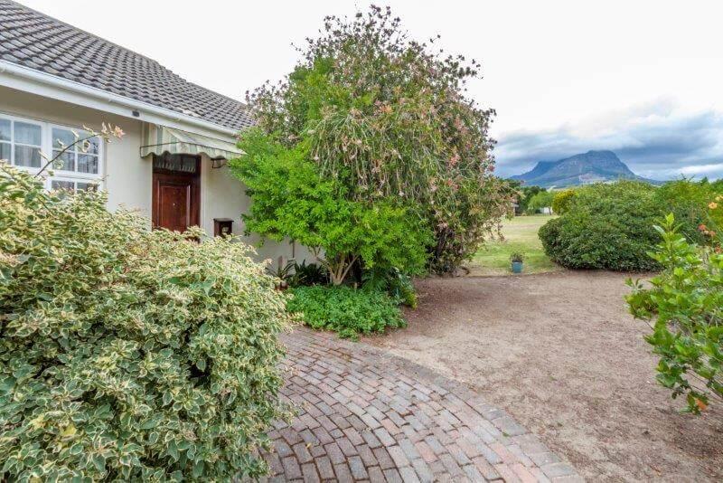 Cottage 350